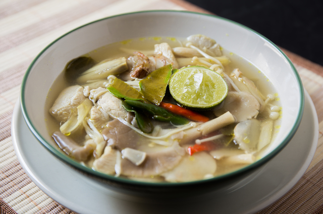 Famour Thai Food : Spicy Tom Yum Soup